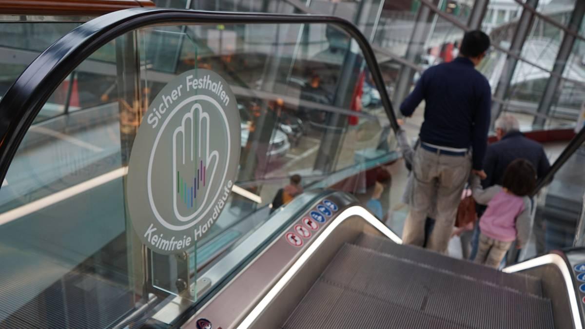 In Hamburg gibt es jetzt Deutschlands erste keimfreie Rolltreppe –und so funktioniert's