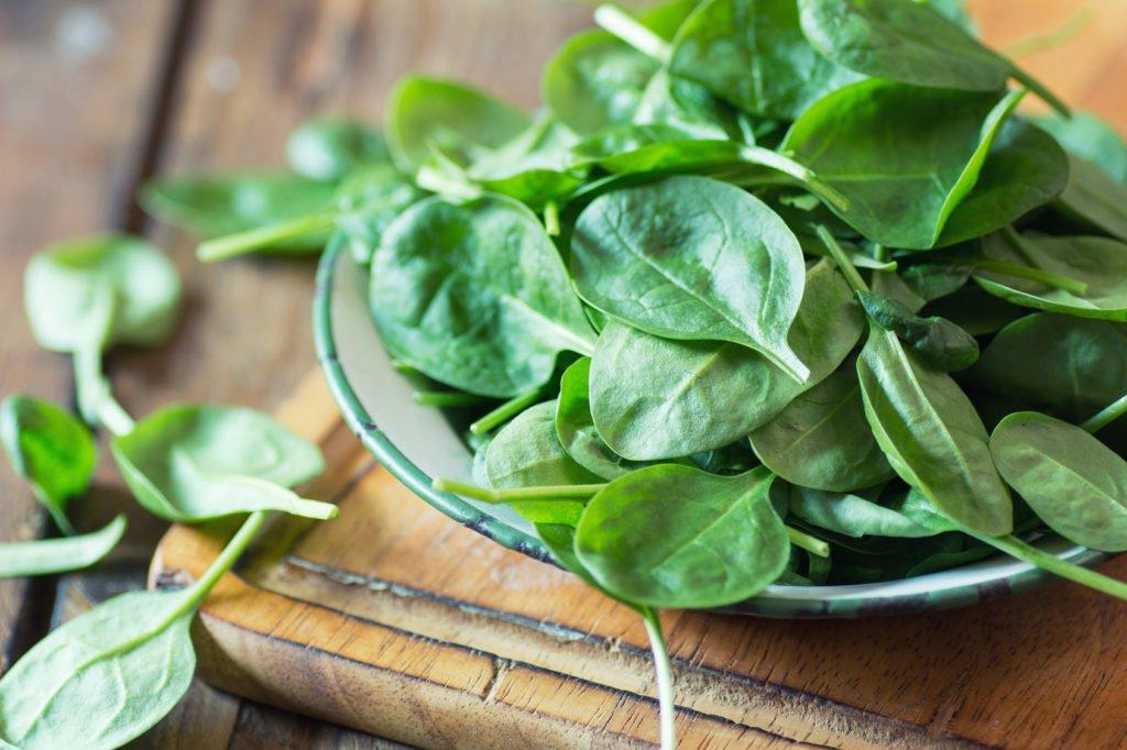 Simpel gegen Fettleber: Grüne Blattgemüse wie Spinat und Rucola schützen vor Fettleber