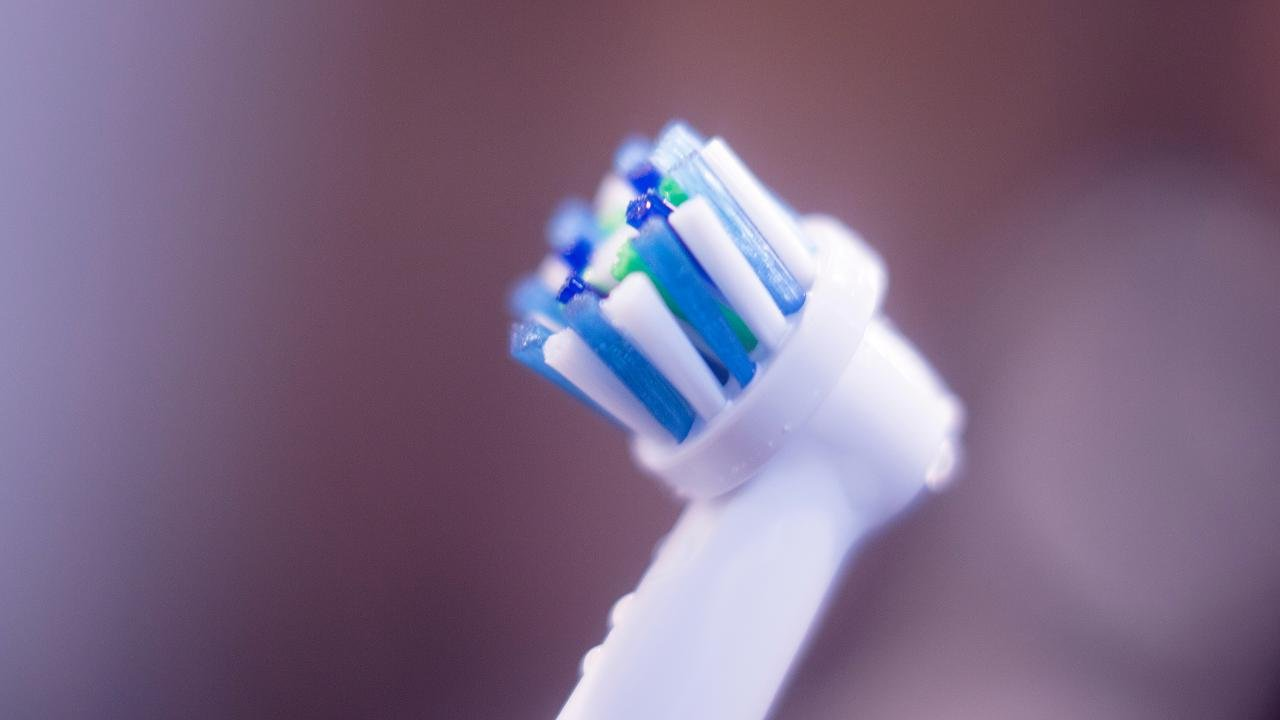 Ärzte raten zur elektrischen Zahnbürste-dabei gibt's eine noch viel bessere Methode – Video