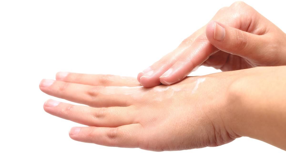 Trockene, spröde Haut im Winter? Ein Hautarzt verrät die besten Pflegetipps