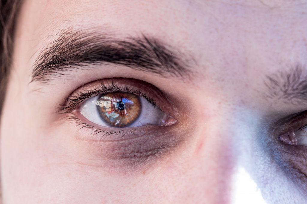 Studien zeigten: Durch unsere Augenfarbe können wir empfänglicher für eine Winterdepression sein