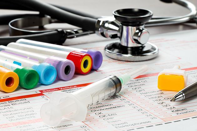 Schlapp, müde und Kopfschmerzen: Dann solltet ihr einige Blutwerte checken lassen