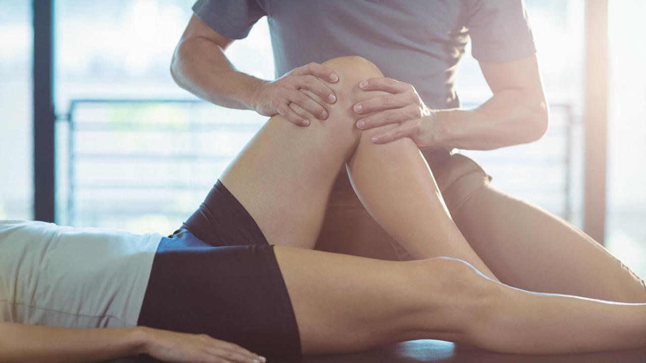 Geräusche im Knie: Mit einem Test können Sie herausfinden, ob Sie zum Arzt sollten – Video