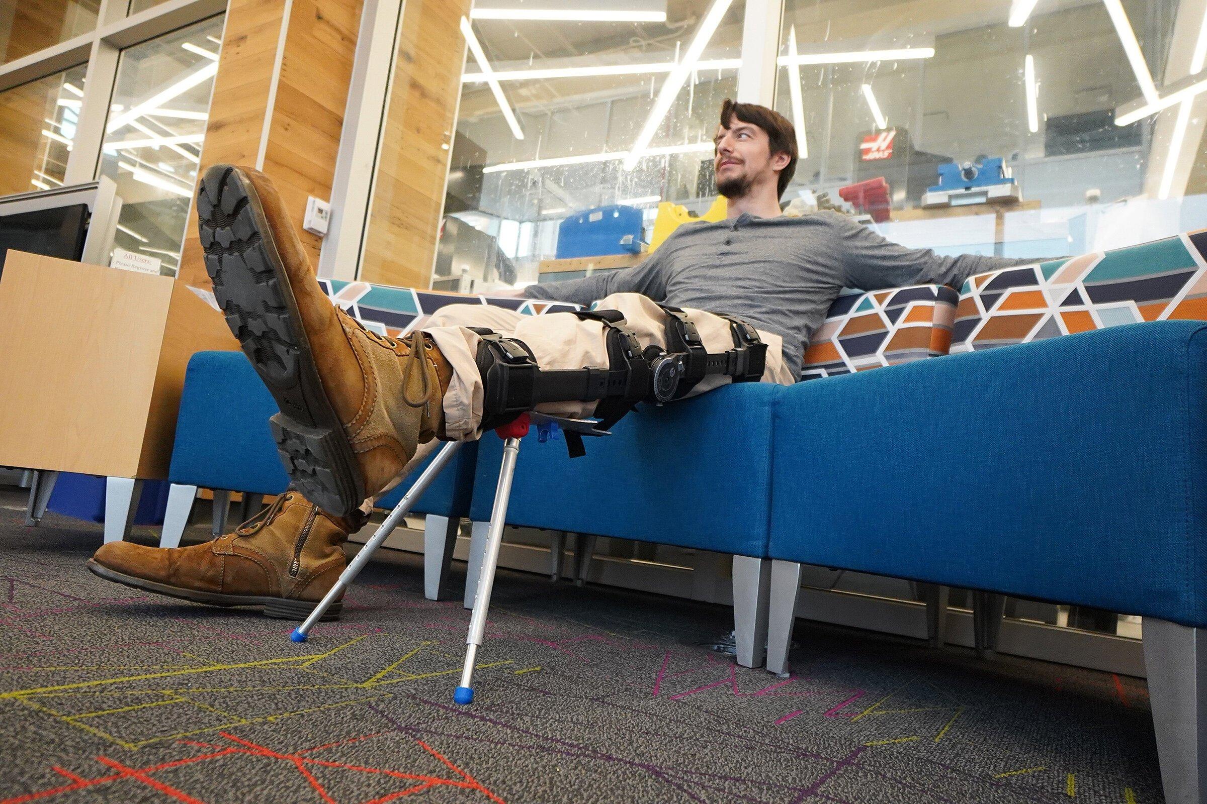 Bein Klammer mit einem Ständer konnte Linderung der Beschwerden für diejenigen, die Heilung von Bein-Verletzungen