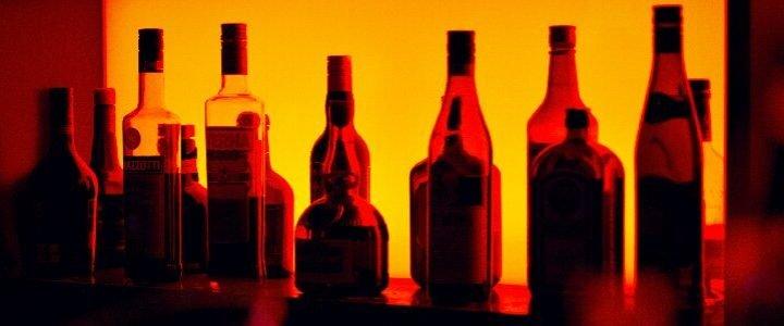 Neue Mütter reduzieren Ihren Alkoholkonsum, aber diese änderung ist nur von kurzer Dauer