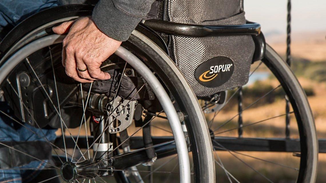 Die stroke care paradox: Enge soziale Netzwerke steigern die Verzögerungen im Krankenhaus Ankunft