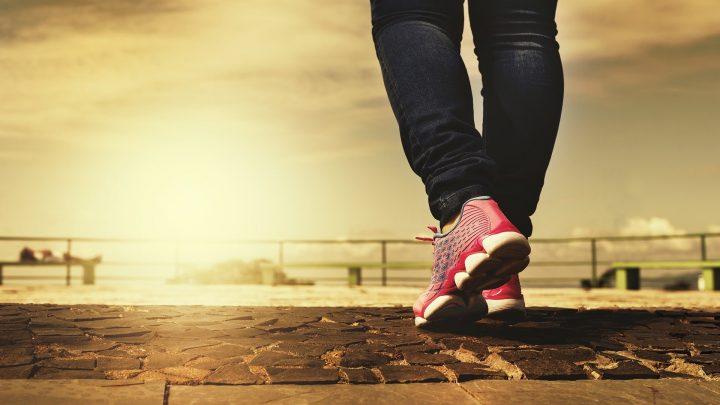 Ersetzen sitzt die Zeit mit körperlicher Aktivität in Verbindung mit einem niedrigeren Risiko des Todes