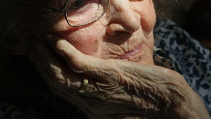 Schlafstörungen, Alzheimer-Krankheit verbunden sind, aber was kommt zuerst?