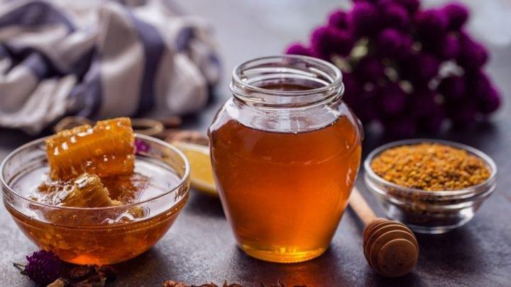 Ein Glas Honigwasser hilft beim Abnehmen sowie bei unzähligen Erkrankungen