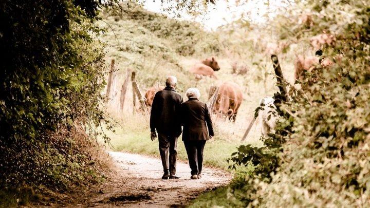 Bei älteren Frauen, 10.000 Schritte pro Tag, nicht erforderlich für die geringere Mortalität