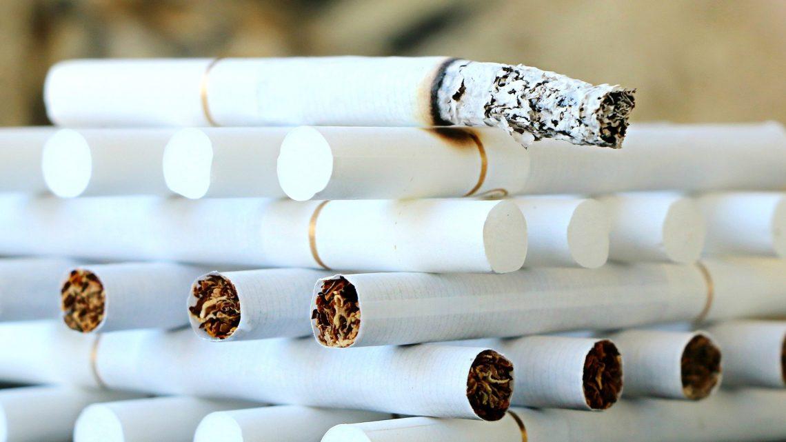 Tabak-21 Gesetze kann die geringere Verbreitung des Rauchens in der Altersgruppe 18-20