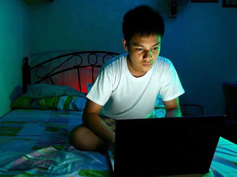 Weniger Zeit vor dem Bildschirm, mehr schlafen, besser erzogene Kinder