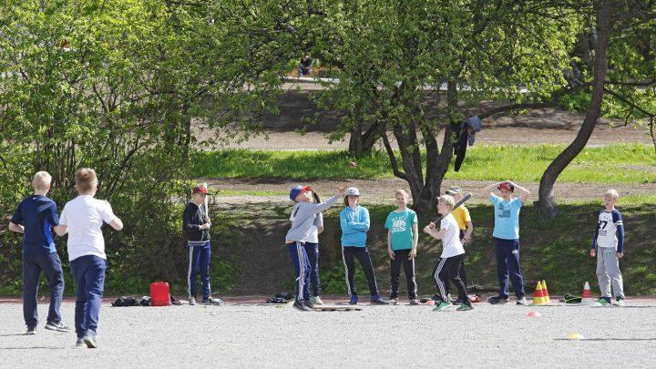 Jugendliche mit einem hohen Grad der körperlichen Aktivität besser in der Schule über zwei Jahre