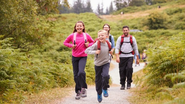 Lehre Kinder körperliche Aktivitäten, die Sie gehen, um zu genießen