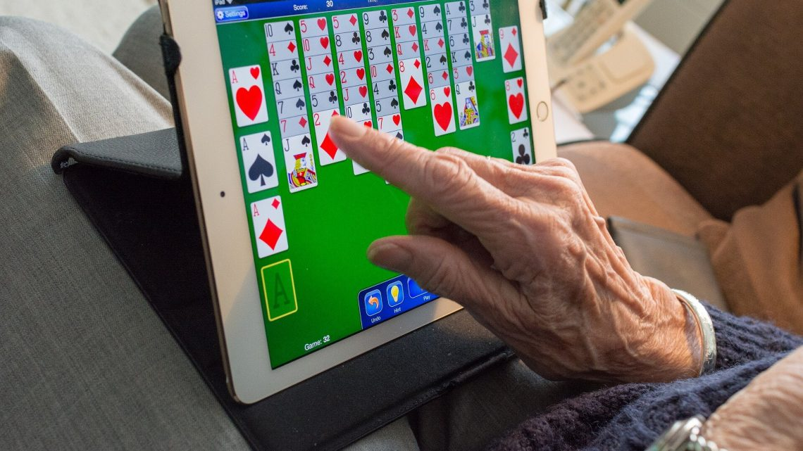 Videos, Musik auf tablets steigern die Stimmung von Demenz-Patienten und deren Angehörige