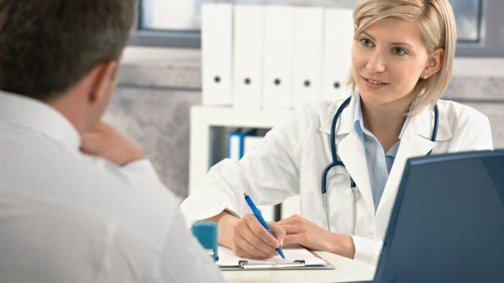 Überzeugte Ärzte lindern Schmerzen effektiver