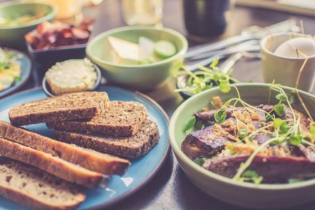 Erfolgreich abnehmen: 3 Frühstückszutaten, die gegen Bauchfett helfen können