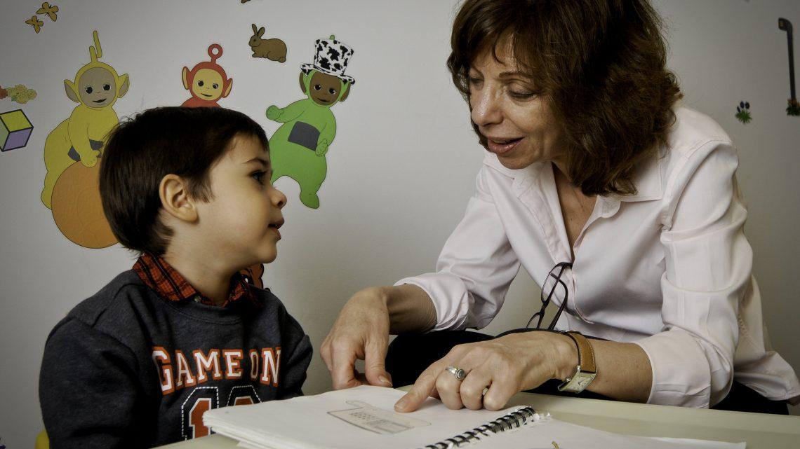 Um Englisch zu lernen, zweisprachige Kinder brauchen robuste Wortschatz von Eltern und Bezugspersonen