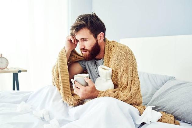 Ab ins Bett!: Ist Schlaf das beste Hausmittel gegen Erkältungen?