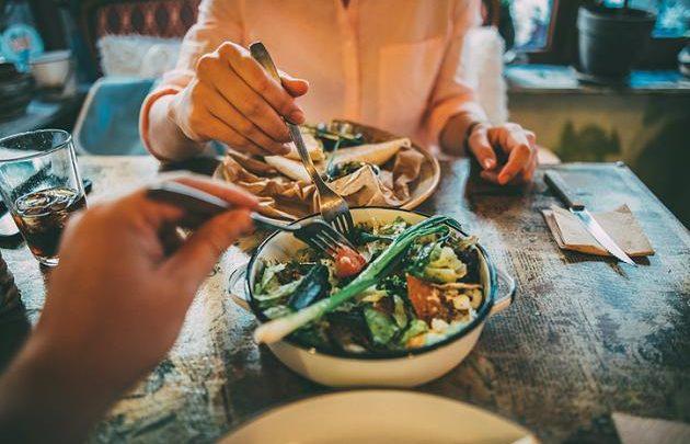 Mit 20, 40, 60 und 70 Jahren: Wie Sie sich in jedem Alter gesund ernähren