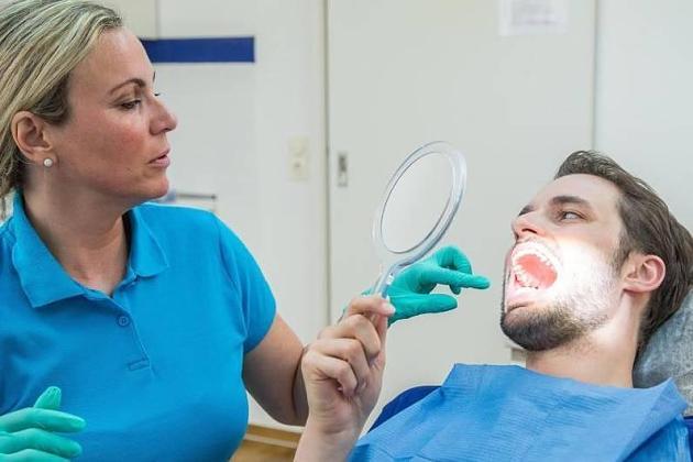 Zahngesundheit: Wann die Weisheitszähne raus müssen - und