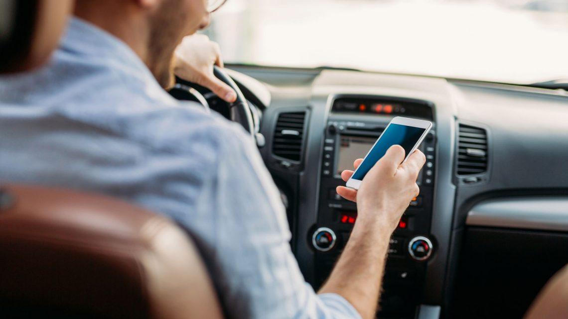 Auto: So gefährlich ist der Blick aufs Handy