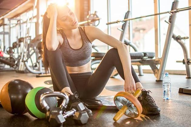 Wegen Sommerhitze: Mehrheit schränkt ihr Training im Gym ein